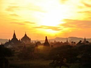 Balonem nad Bagan