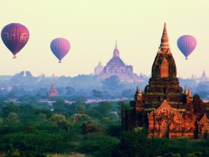Balonem nad Bagan1