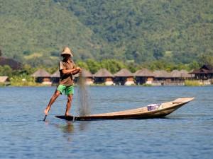 Rybacy na jeziorze Inle3